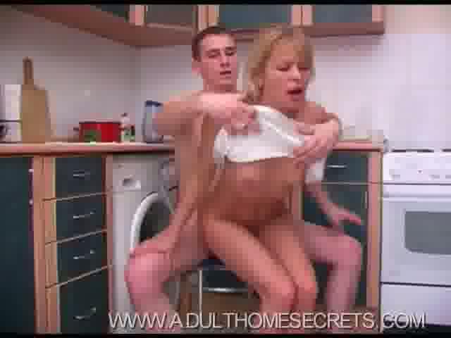 Порно сын на кухне 53297 фотография